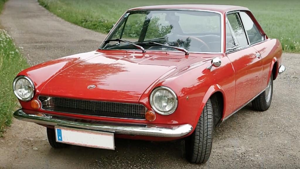 Coche clasico fiat 124 sport coupe